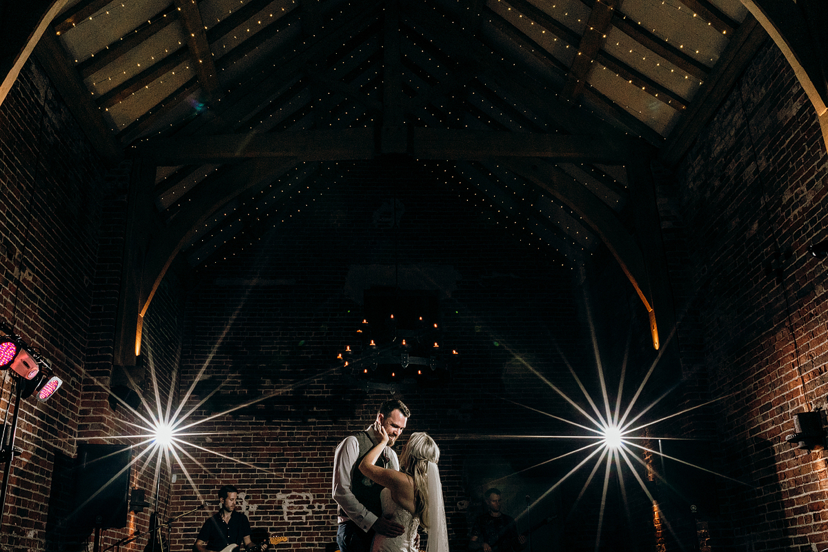 Hazel Gap Barn wedding photography by Lee Daniels